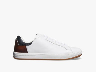 https://www.berluti.com/ja-jp/burano-outline-howaito-reza-sunika/S4337-C12.html?dwvar_S4337-C12_color=W03&cgid=shoes_sneakers&to=4#viewtype=grid-view-small&sz=48&to=4&start=1